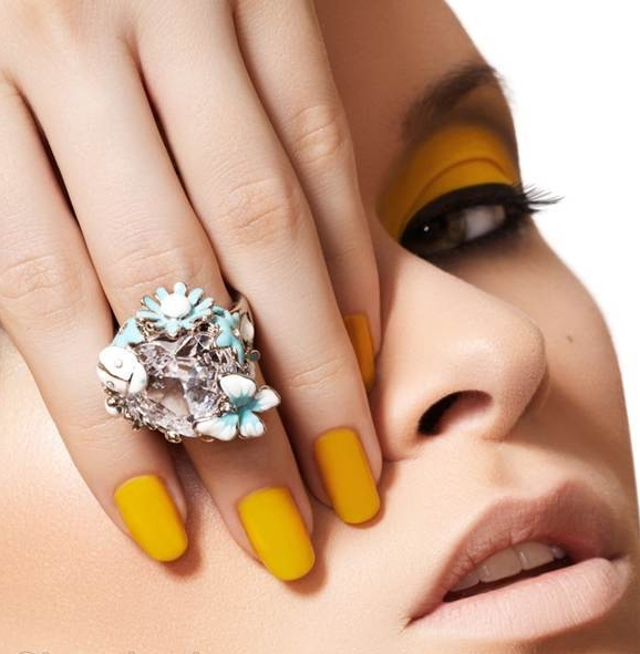 how-to-choose-nail-polish-color.jpg